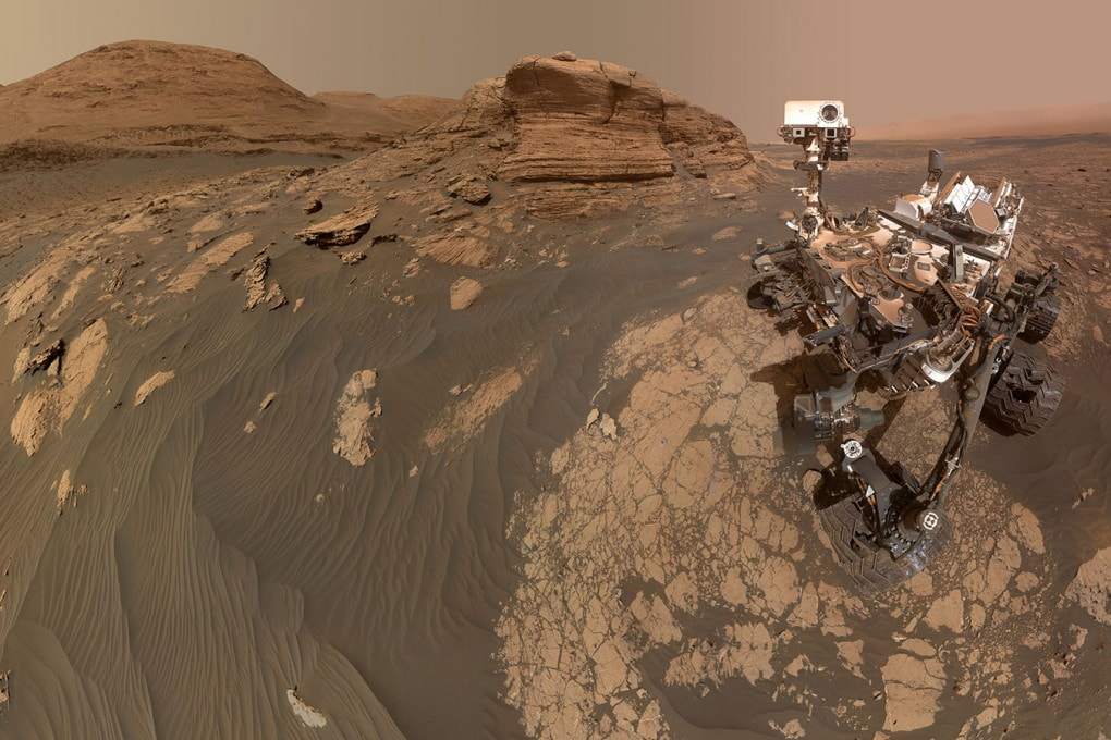 Un selfie del rover Curiosity, che avrebbe registrato tracce di metano sul Pianeta Rosso: l'immagine è un collage di 11 fotografie.