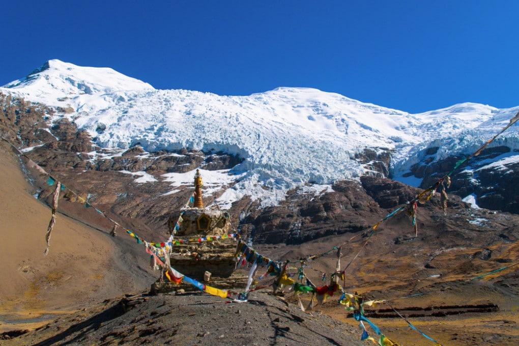 Montagne innevate in Tibet.