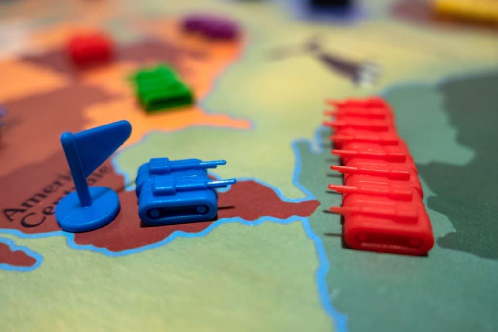 Magari le guerre del mondo si combattessero solo con carrarmatini di plastica!