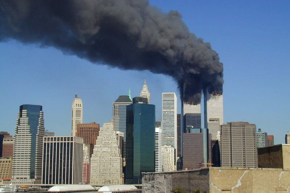 11 settembre 2001: il World Trade Center a New York dopo lo schianto dei due aerei di linea.