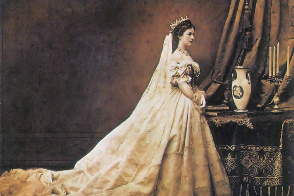 L'imperatrice Elisabetta d'Austria, nota come Sissi, in occasione dell'incoronazione a regina d'Ungheria.