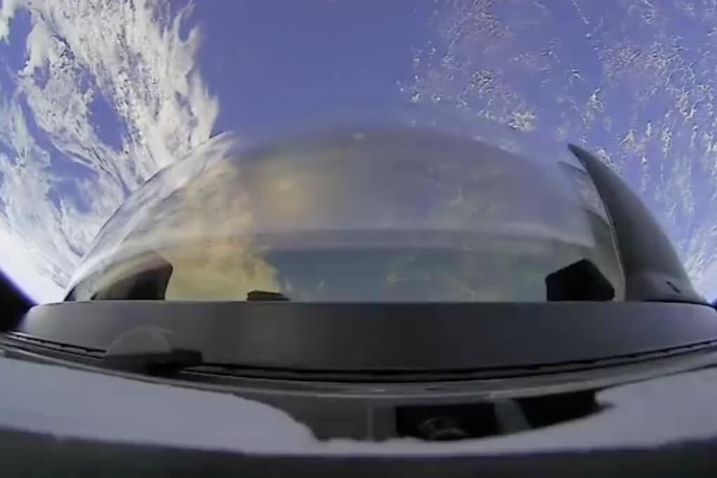 L'unica immagine rilasciata da SpaceX della missione Inspiration4: si vede la cupola esterna, che permette all'equipaggio di guardare guardare fuori in tutta comodità.