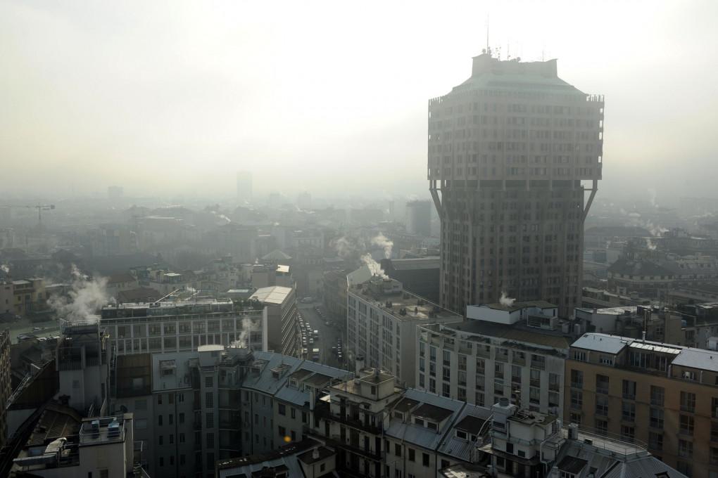 L'aria che respiri: il cielo sopra Milano in un qualunque giorno d'inverno.