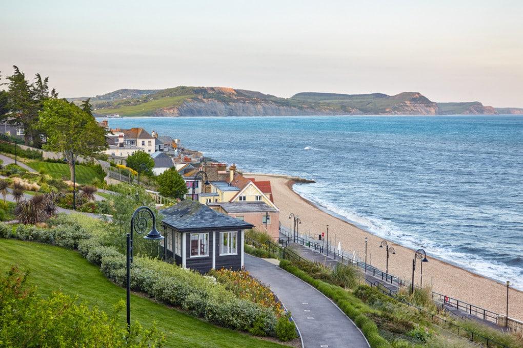 La costa di Lyme Regis, in Inghilterra.
