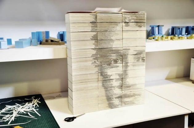 Il Facebook di Zuckerberg: una scultura di Yi Hong