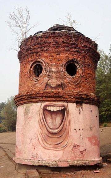 Gli edifici che fanno le boccacce