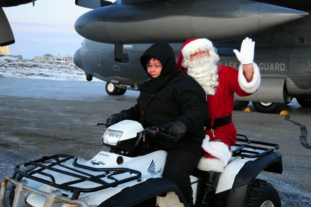 A che velocità dovrebbe muoversi Babbo Natale per consegnare regali a tutti i bambini del mondo?