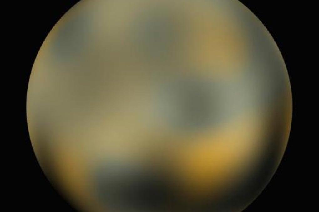 Plutone cambia colore. E diventa più rosso