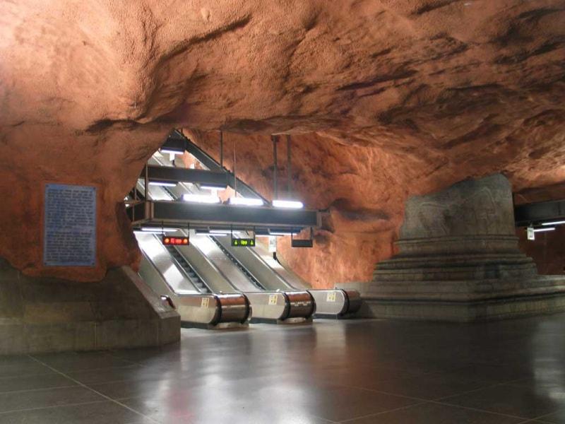 4stockholm_subway_radhuset