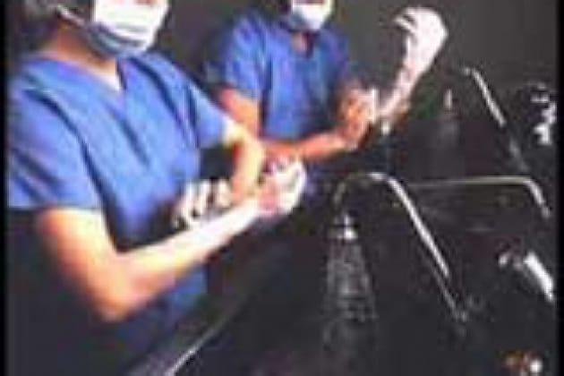 Come si lavano le mani i chirurghi prima di operare?