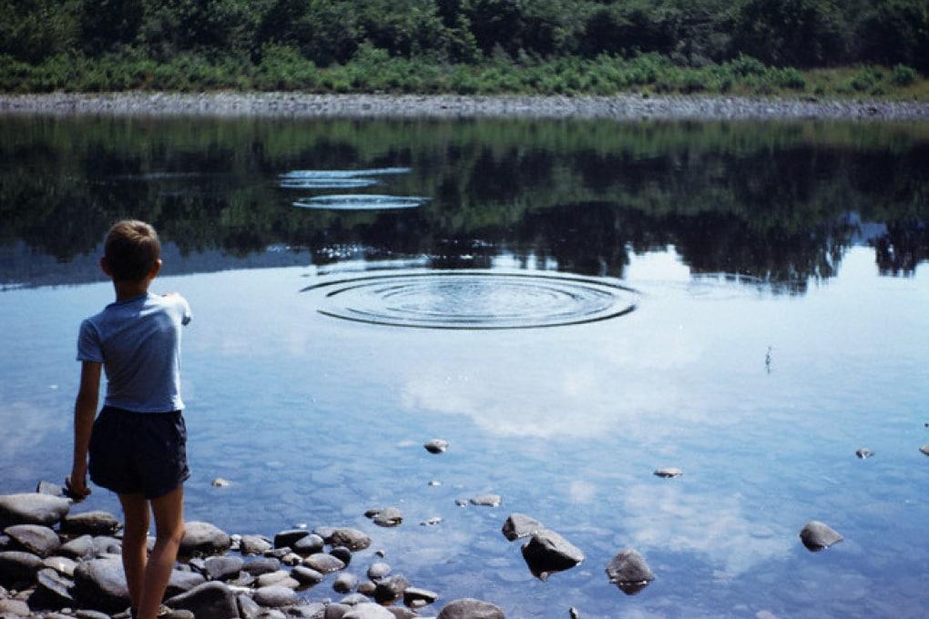Qual è il record di rimbalzi di un sasso sull'acqua?