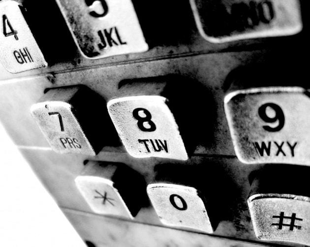 Perché l'ordine dei tasti dei telefoni e dei Pc sono invertiti?