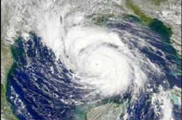 Un sottile strato d'acqua ferma l'uragano