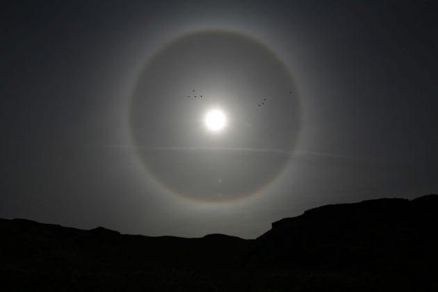 Che cos'è l'alone attorno al Sole o alla Luna?