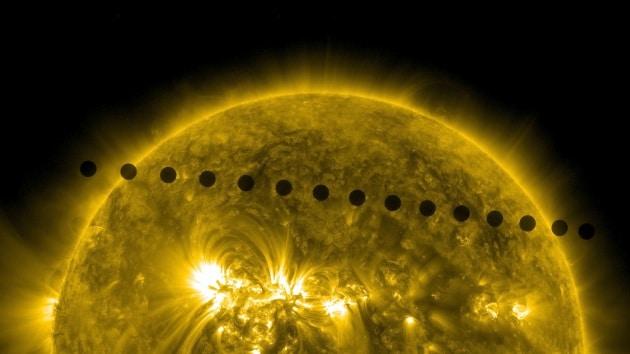 Le foto del transito di Venere sul Sole