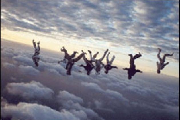 A che velocità massima può arrivare una persona in caduta libera?