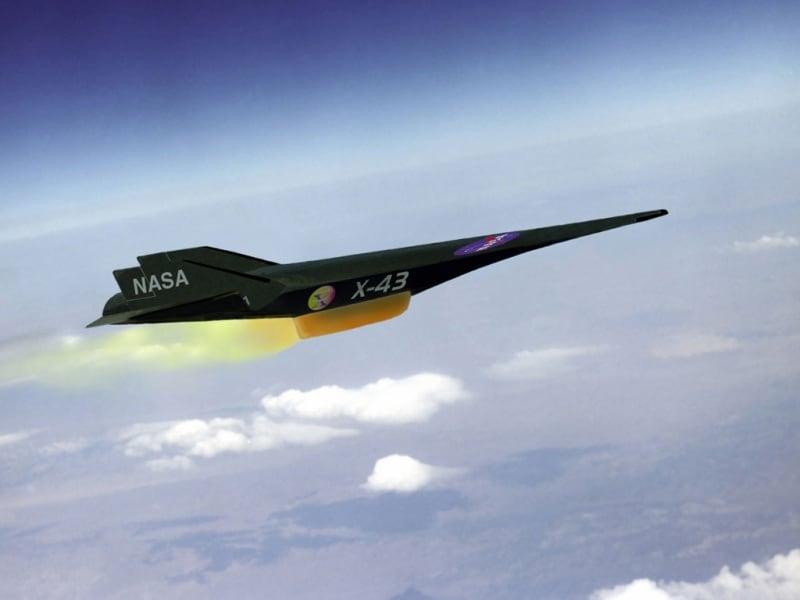 L 39 aereo 10 volte pi veloce del suono for Cane nella cabina dell aereo
