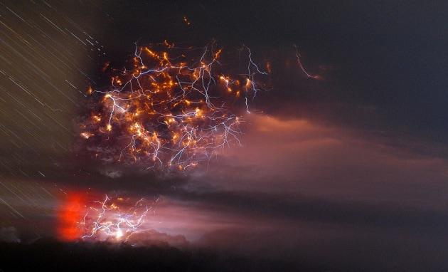 Saette, cenere e lapilli: il risveglio del vulcano cileno