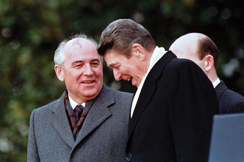 10_mikhail-gorbachev-ronald-reagan