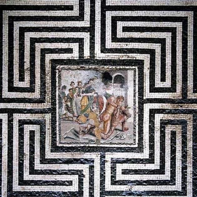 Al centro del labirinto