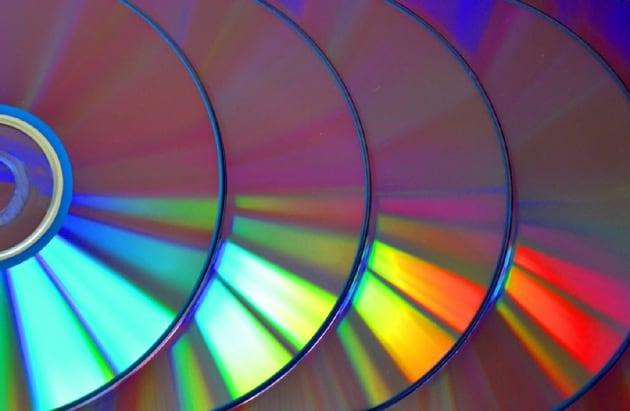 Perch sui cd si vedono i colori dell 39 iride - Arcobaleno a colori e stampa ...