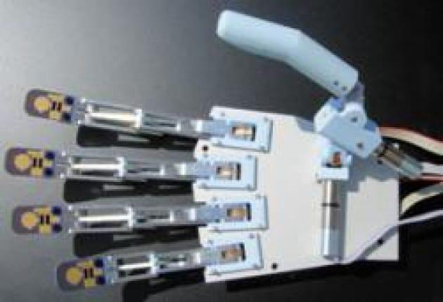Una mano artificiale molto sensibile