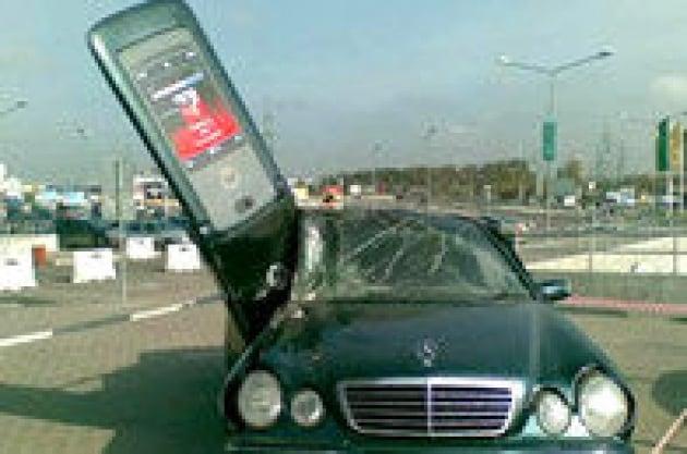 Il telefono cellulare in auto: traffico lento e insidioso? Colpa di chi parla!