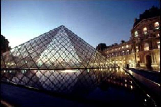 Come è nato l'edificio del Louvre?