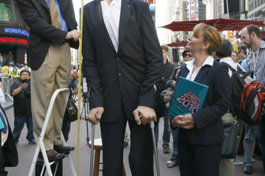L'uomo più alto del mondo non cresce più