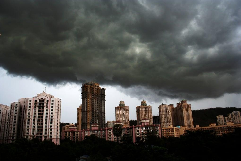 Perché sono scure le nubi temporalesche?