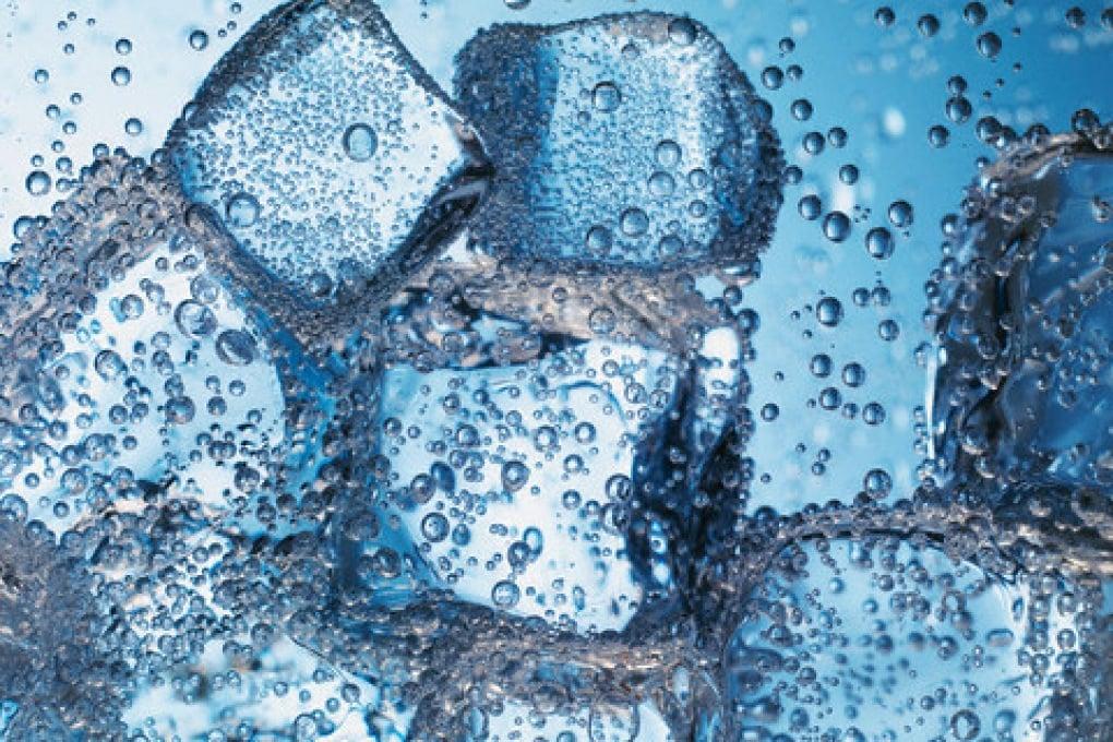 Perché l'acqua calda congela prima di quella fredda?
