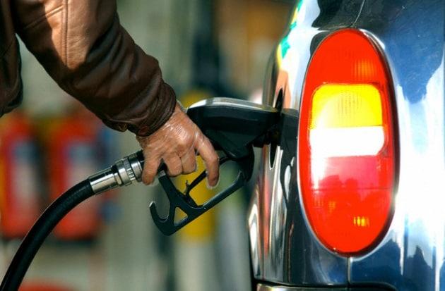 È vero che svoltare sempre a destra fa risparmiare carburante?