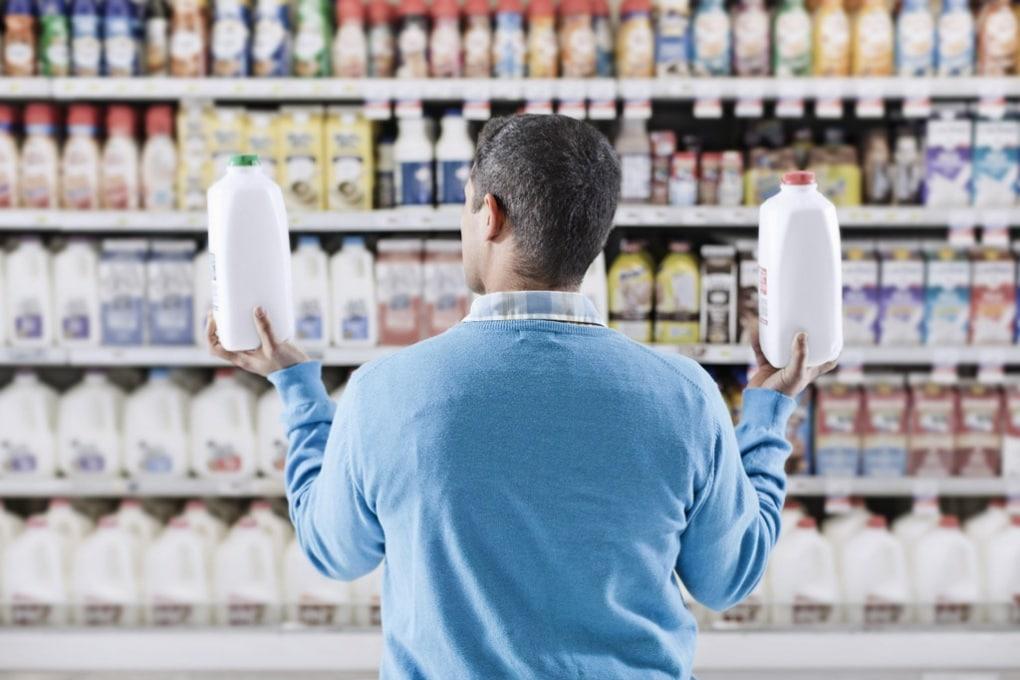 Plastica, vetro, cartone: quale contenitore scegliere per il latte?