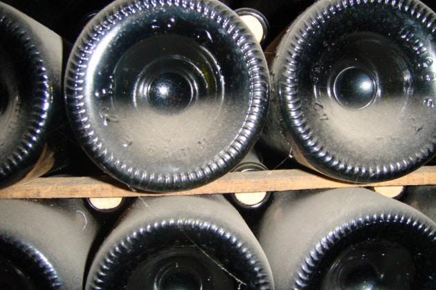 Perché le bottiglie di vino hanno il fondo che rientra?