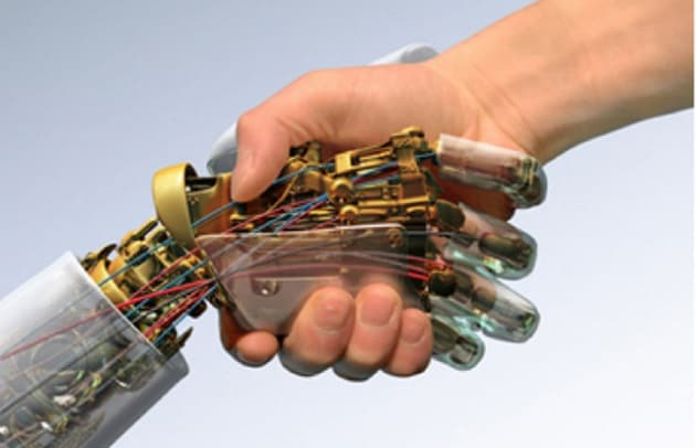 Come funziona CyberHand, la mano bionica