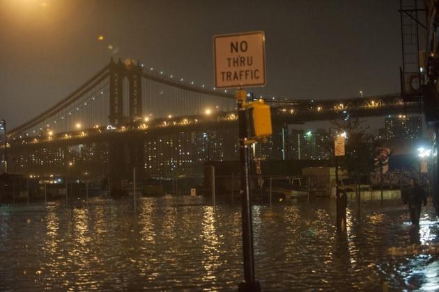 Sandy si abbatte su New York, le foto della tempesta perfetta