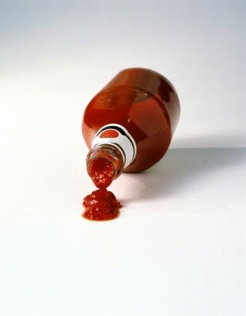 Il rivestimento per bottiglie che accelera il ketchup