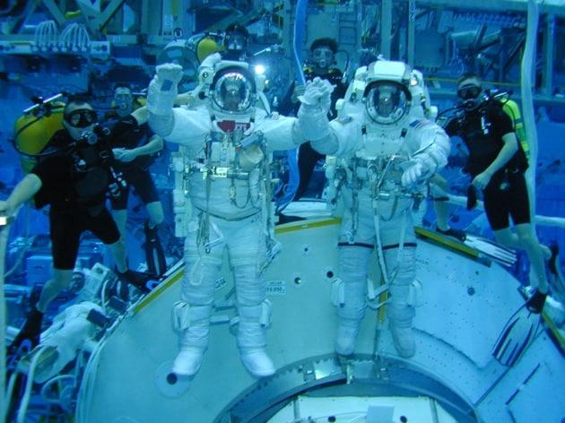 AAA Aspiranti Astronauti Cercasi: presentarsi lunedì 19 maggio presso...