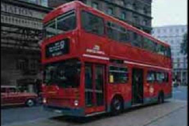 Perché se faccio un salto su un autobus ricado allo stesso posto?