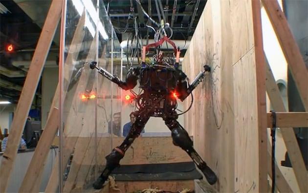 Il robot che salta, scala e aggira gli ostacoli. Da solo