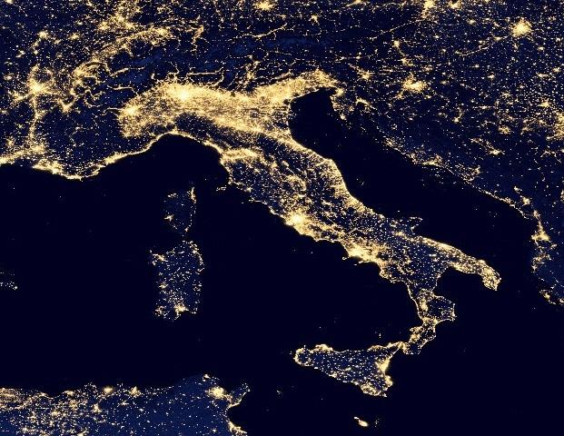 Risultati immagini per terra dallo spazio notte