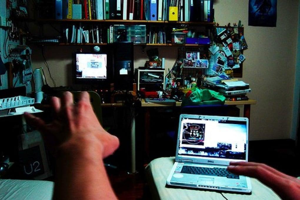 Twitti mentre guardi la tv? Occhio ad ansia e depressione
