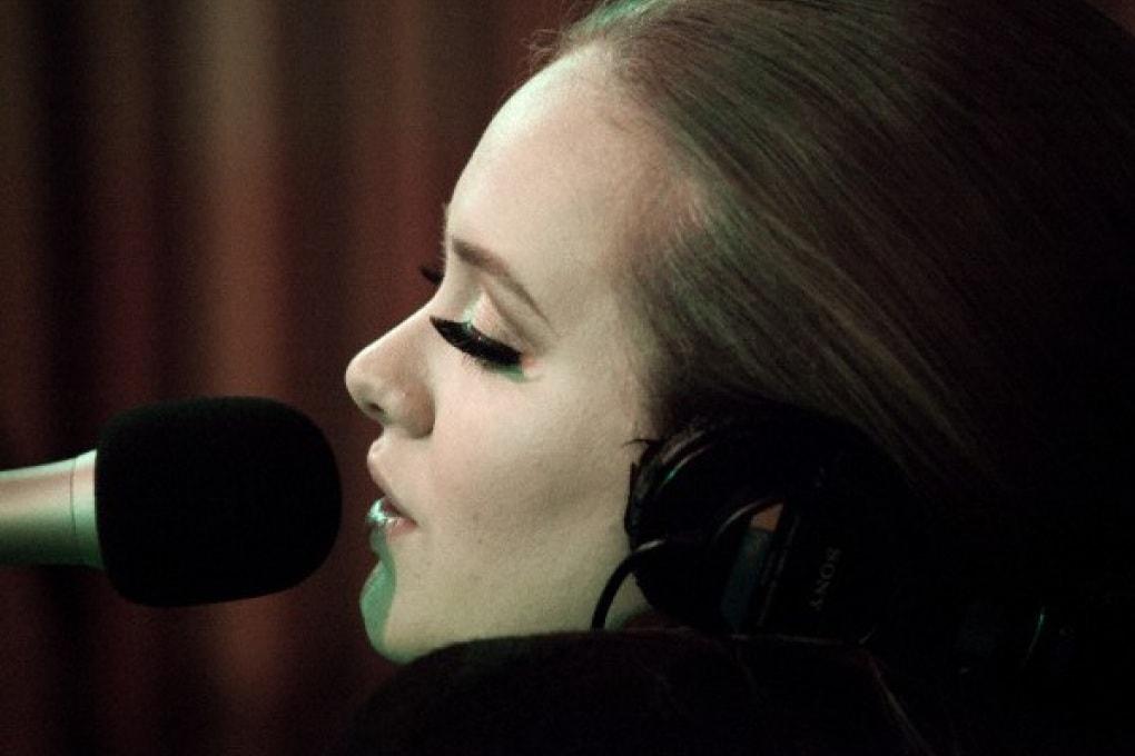 Adele al top su Facebook!