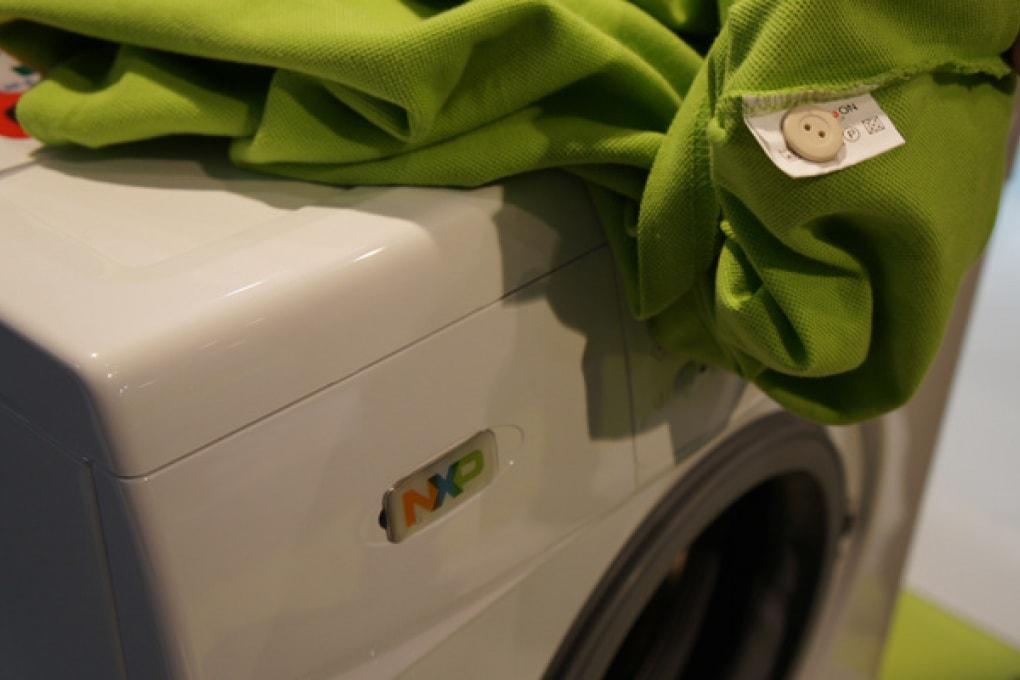 La lavatrice riconosce tessuti e colori. Da sola!