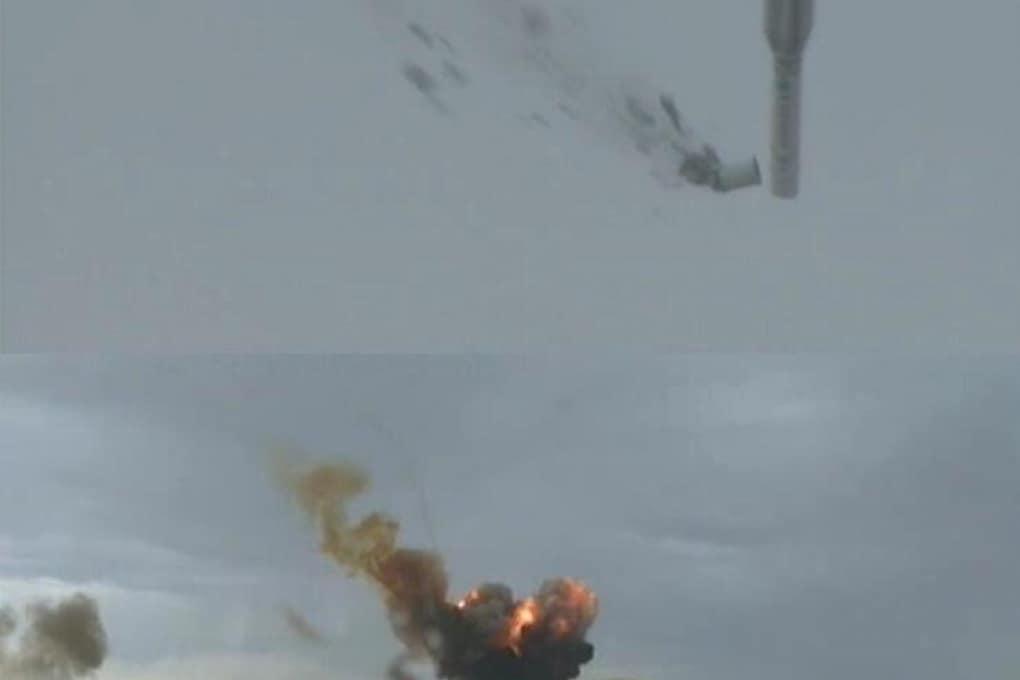 La spettacolare esplosione del razzo russo Proton-M