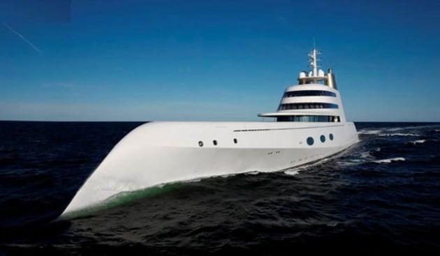 Design il lussuoso panfilo di philippe starck for Il canotto a bordo degli yacht