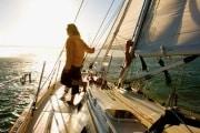 barca-vela-tramonto-619x400_194821