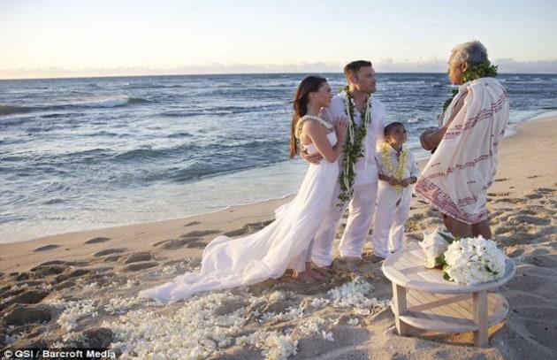 Matrimonio In Spiaggia Hawaii : Novità gossip nel web le foto del matrimonio di megan