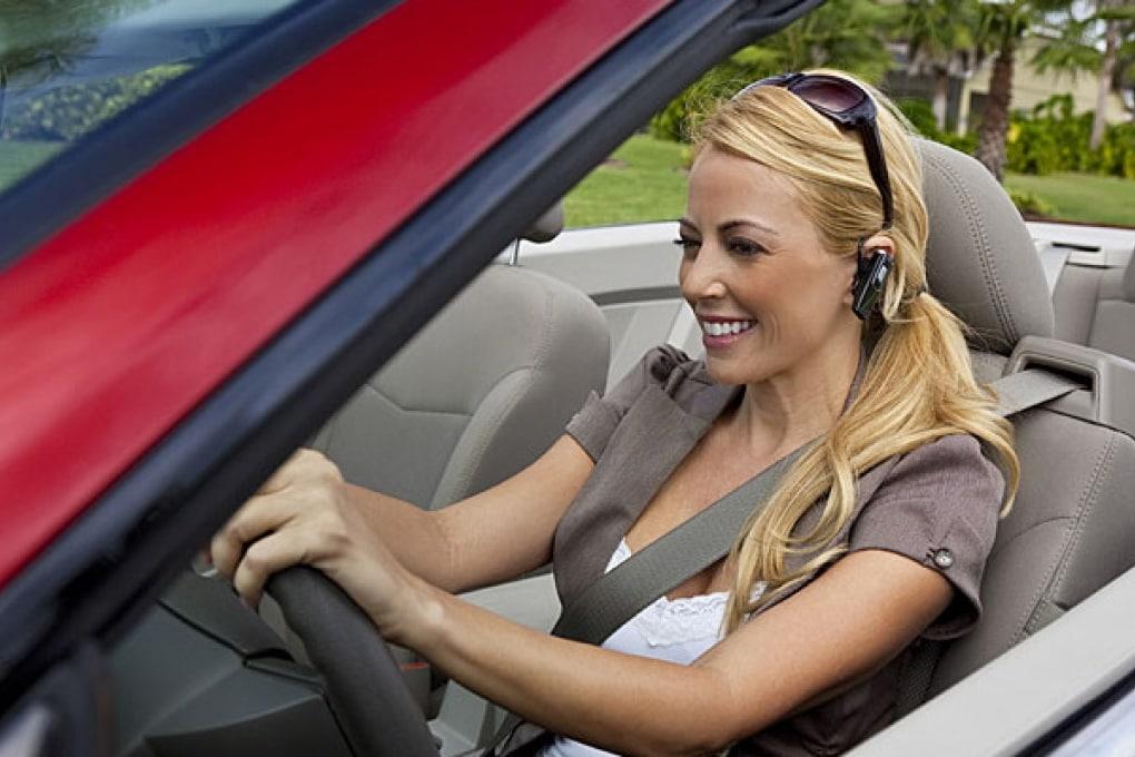Pericoloso guidare con l'auricolare