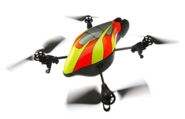 AR.Drone, il quadrocottero pilotato dall'iPhone, vola nella realtà aumentata